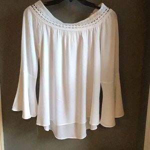 Blue Pepper white rayon top size Large